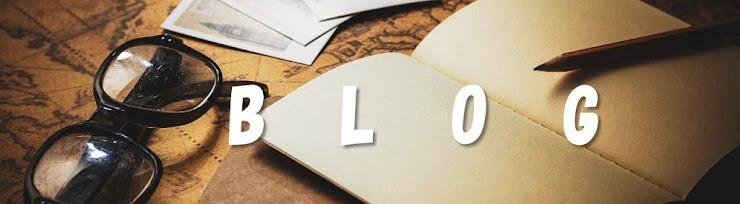 眼鏡、ノート、写真、鉛筆とブログのロゴ