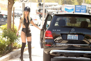 Ana-Braga-spotted-in-a-Halloween-Police-costume-while-getting-gas-in-Studio-City-17dih521vd.jpg