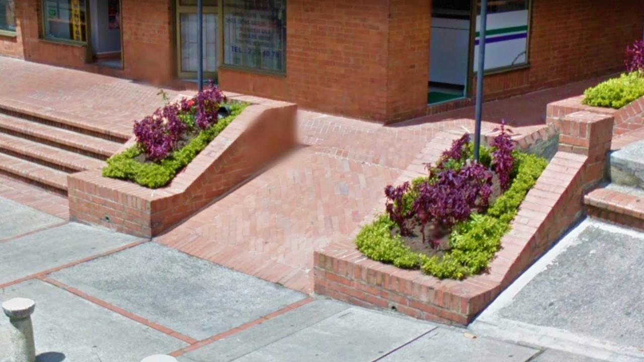 Oh fachadas 3 jardineras de ladrillo para flanquear - Jardineras en escalera ...