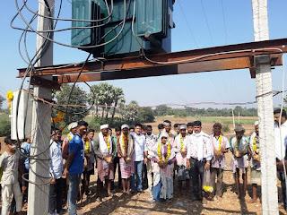 विभिन्न ग्राम पंचायत के गांवो मे विद्युत डीपी का विधायक पटेल ने ग्रामीणों से करवाया लोकार्पण