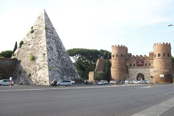 Pirámide Cayo Cesito. 5 días en Roma