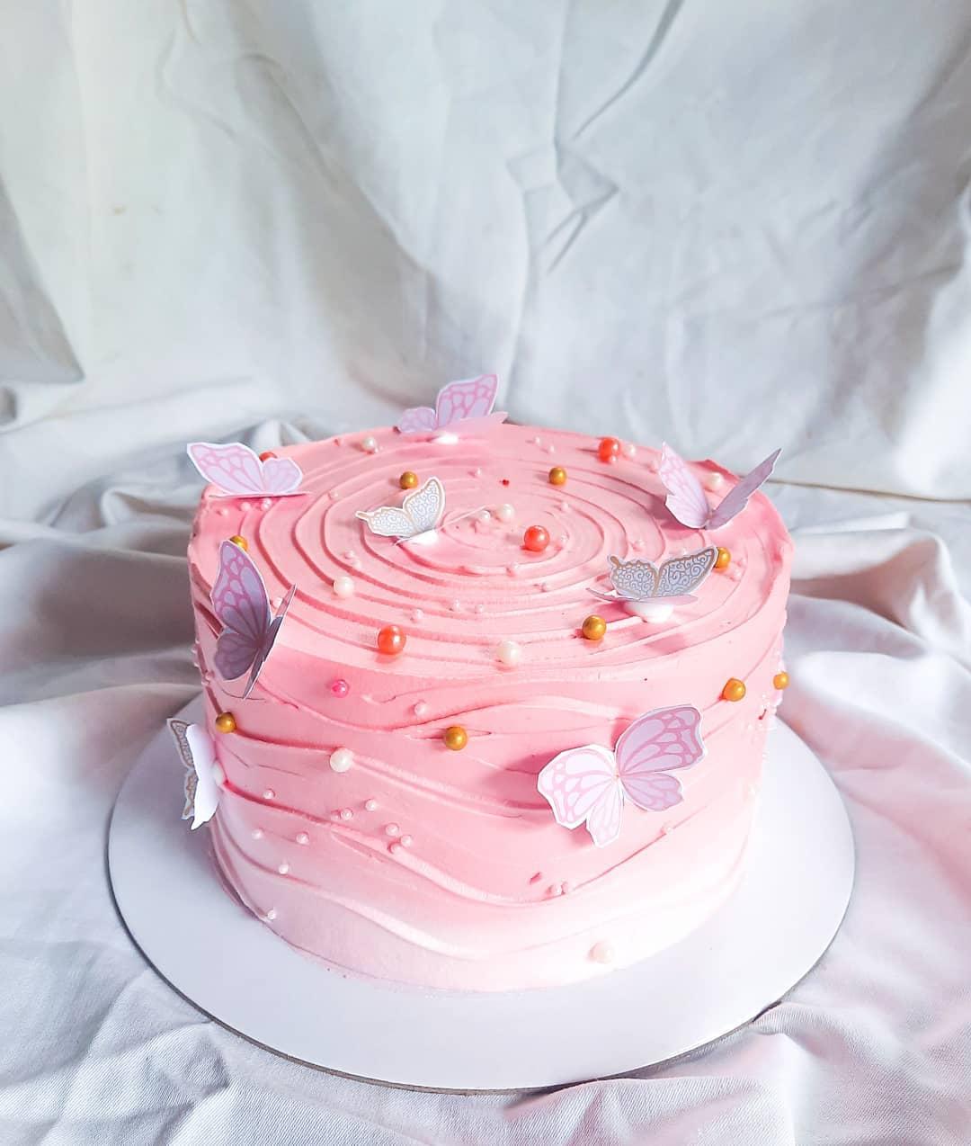 bolo de aniversário com tema borboleta