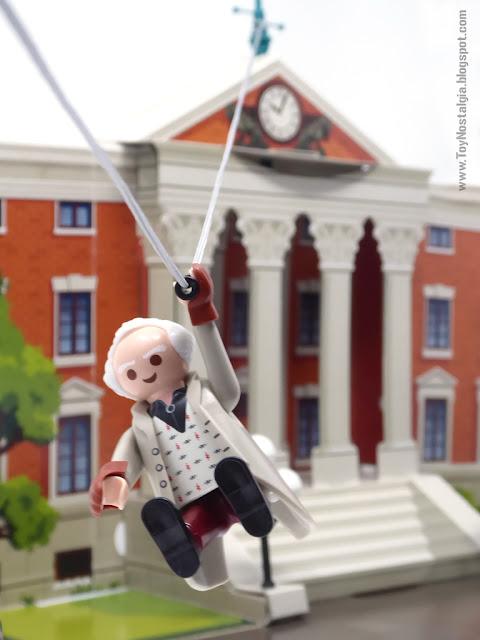 Doctor Brown descendiendo de la torre del reloj Playmobil Regreso al Futuro - Calendario de Adviento (Playmobil Back To The Future - Calendario de Adviento)