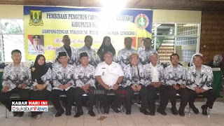 FOTO: Para pengurus PGRI Kabupaten Sukabumi bersama Bupati Sukabumi Marwan Hamami