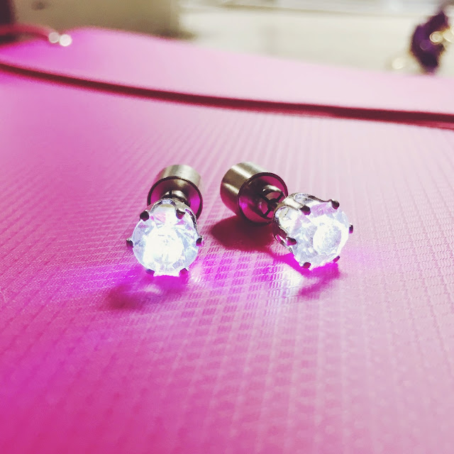 led earrings review, born pretty review, bornprettystore review, glowing earrings, glow in the dark earrings, light earrings born pretty, buy led earrings, review eyelashes
