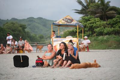 Playa de Canoa Parapente Alas Delta y surf en Canoa Manabí