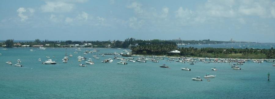 Congregación de embarcaciones en Peanut Island