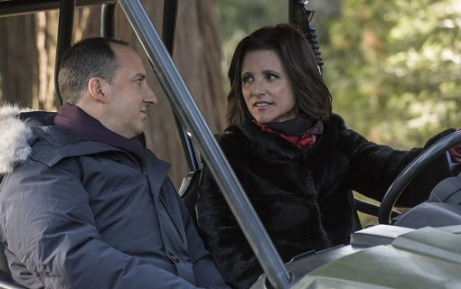 Tony Hale y Julia Louis-Dreyfuss en Veep