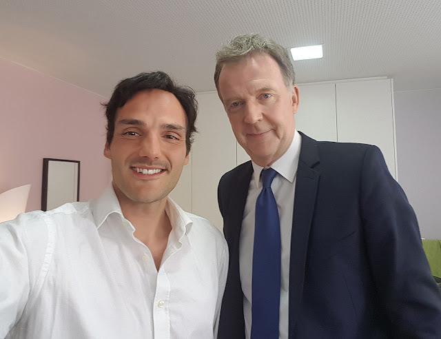 Journaliste François de Brigode avec l'artiste Ben Heine