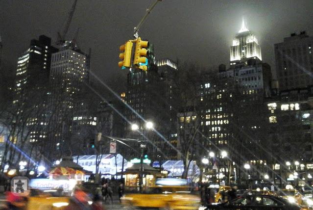 Da hinten streckt sich die Spitze des Empire State Buildings stolz in den silbergrauen Himmel