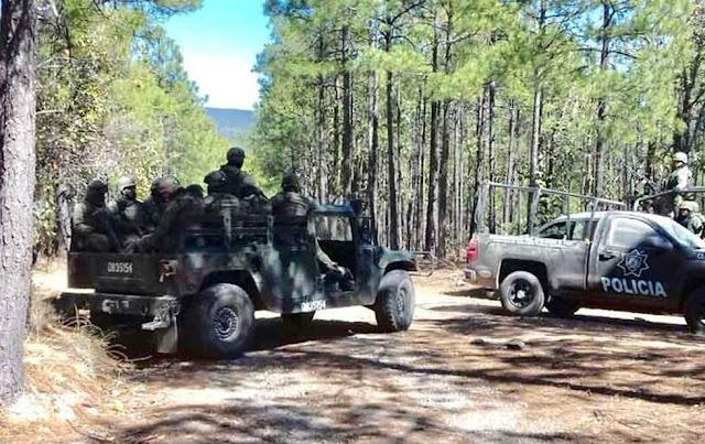 """""""Narcoejército"""" de 150 hombres con ametralladores en camionetas se enfrenta a soldados y policías hasta hacerlos huir al verse superados en Chihuahua"""