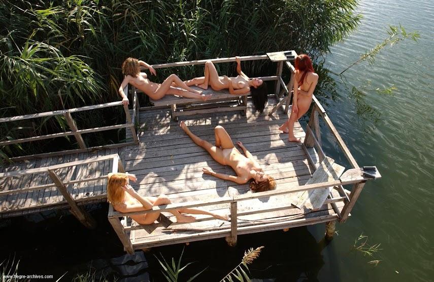[Art] Five Naked Girls On a Pier - idols