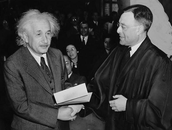 ¿Por qué socialismo? por Albert Einstein