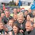 """El giro a la izquierda de VOX: imita a Le Pen y crea un sindicato. Así conquistó el Frente Nacional los cinturones """"rojos"""" de Francia"""