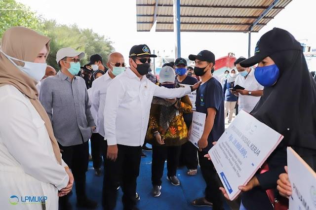 Serahkan Dana Bergulir, Menteri Trenggono Ingatkan Debitur Disiplin Bayar Cicilan