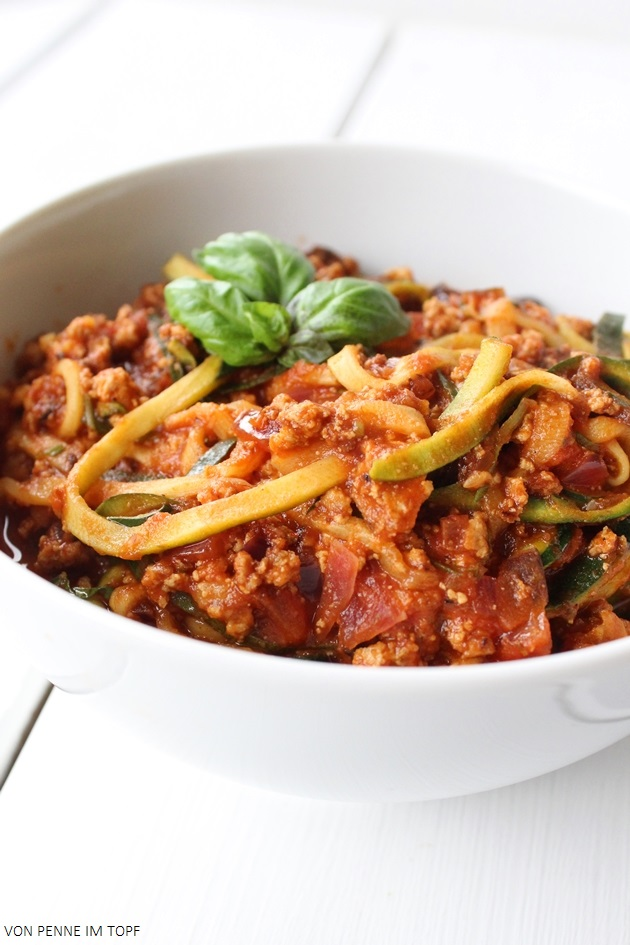 penne im topf zucchini spaghetti mit r uchertofu bolognese. Black Bedroom Furniture Sets. Home Design Ideas