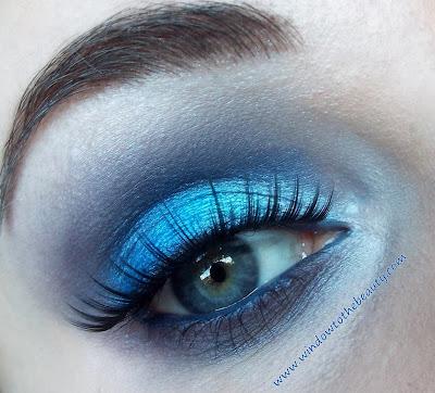 niebieski makijaz