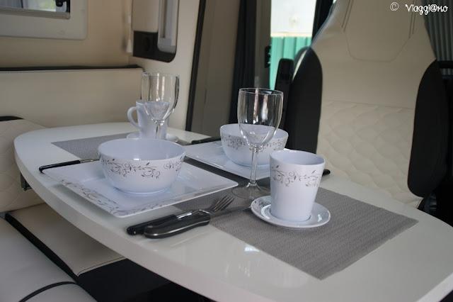 Stoviglie per camper: piatti, bicchieri, posate e tazze