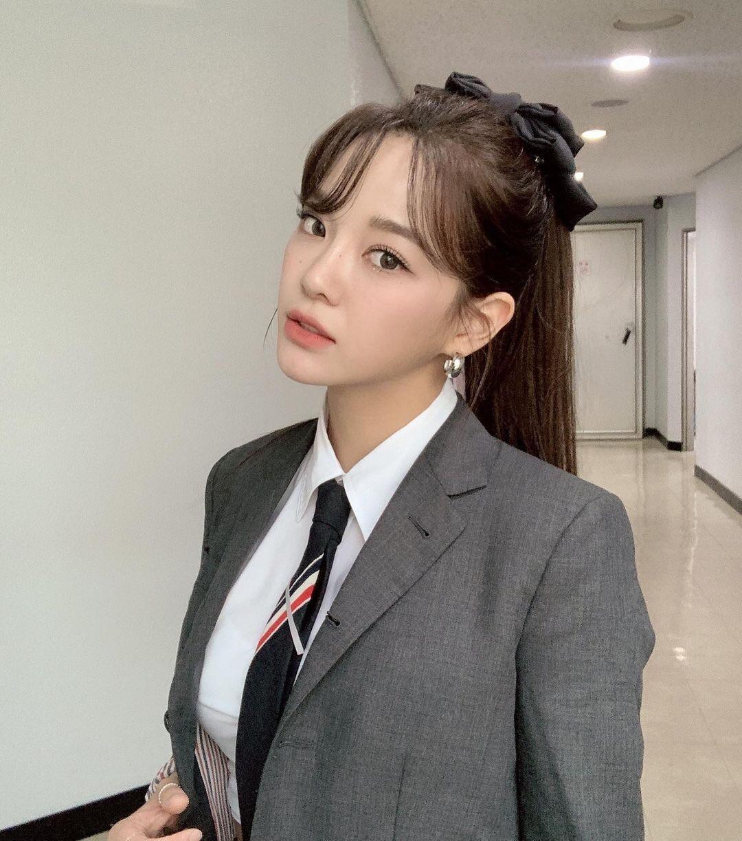 교복 입은 김세정 - 꾸르