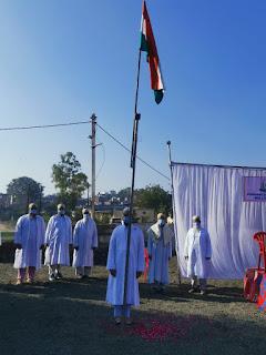 गणतंत्र दिवस के पावन पर्व पर बोहरा समाज ने भी किया झंडा वंदन