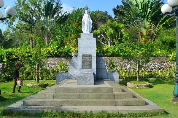 Khu tưởng niệm nhà thơ Hàn Mặc Tử trên ngọn đồi Thi Nhân
