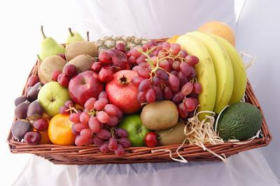 sekeranjang buah-buahan