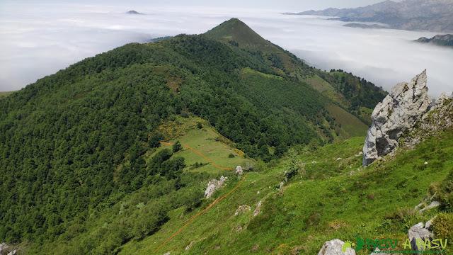 Vista del Collado Pomerín desde la arista del Pico Luengo