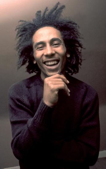 """Kumpulan Kata Bijak Motivasi Kehidupan Dari Bob Marley Kata Bijak Bob Marley Don't risk the world and lose your soul, freedom is better than silver or gold. Artinya : Jangan pertaruhkan dunia dan hilangkan jiwamu, kebebasan lebih baik daripada perak atau emas.  Kata Bijak Bob Marley Better to die fighting for freedom than to be an everyday prisoner in your life. Artinya : Lebih baik mati berjuang demi kebebasan daripada menjadi tahanan sehari-hari dalam hidup Anda.  Baca Juga : Umpasa Batak Toba Bertemakan Hagabeon Bahasa Indonesia  Kata Bijak Bob Marley Get up and live. Artinya : Bangun dan hiduplah.    Kata Bijak Bob Marley You shouldn't give up whatever happens to you. I mean, you should use whatever happens to you as a tool to go up, not down. Artinya : Kamu seharusnya tidak menyerah terhadap apapun yang terjadi padamu. Maksudku, kamu seharusnya menggunakan apapun yang terjadi padamu sebagai alat untuk naik, bukan turun.  Kata Bijak Bob Marley No one but ourselves can free our minds. Artinya : Tak seorangpun kecuali diri kita sendiri yang dapat membebaskan pikiran kita.  Baca Juga : Kata Bijak Napoleon Bonaparte Dalam Bahasa Inggris dan Artinya  Nah itu dia bahasan dari kumpulan kata bijak motivasi kehidupan dari Bob Marley, melalui bahasan di atas bisa diketahui mengenai kata-kata bijak yang berasal dari Bob Marley. Mungkin hanya itu saja yang bisa disampaikan di dalam artikel ini, mohon maaf bila terjadi kesalahan di dalam penulisan, dan terimakasih telah membaca artikel ini.""""God Bless and Protect Us"""""""