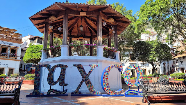 Taxco sign in the Zocalo