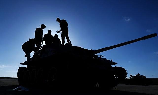 Fuerzas pro-Haftar bloquean las principales terminales petroleras en Libia