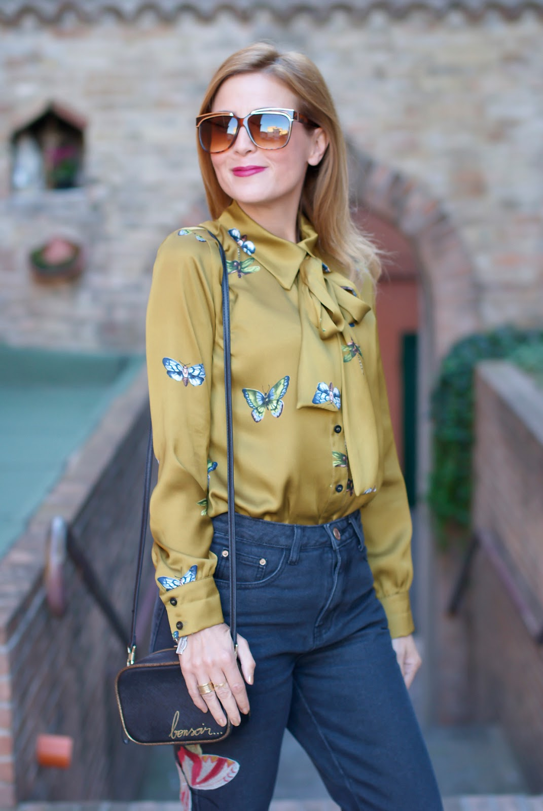 Souvenir Gucci style satin shirt and golden Giovanni Fabiani Mary Jane on Fashion and Cookies fashion blog, fashion blogger style