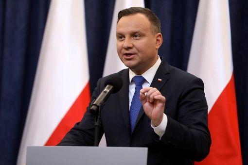Polonia ratifica ley que prohíbe vincular al país con holocausto
