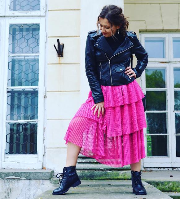Adriana Style Blog, blog modowy Puławy, Fuksjowa Spódnica Nakd, Nakd Fuschia Skirt, Leather Biker Jacket, Ramoneska, Wojskowe Buty, Michael Kors Bag, torebka Michael Kors, Black & Fuschia