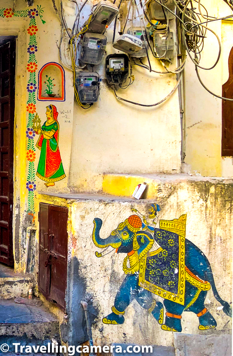 There are lot of temples in streets of Udaipur and each temple has such beautiful frescos around them.