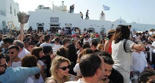 Πάρος: Ανεπανάληπτο γλέντι στη Νάουσα – Βούλιαξε το λιμάνι από ντόπιους και τουρίστες