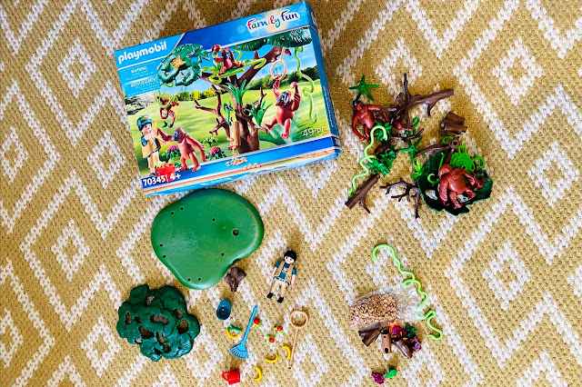 The contents of the playmobil orangutan set laid out next to the box