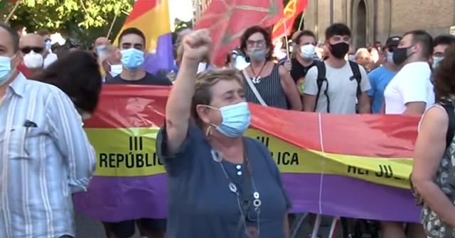 Manifestación en Pamplona por la III República y el fin de la Monarquía