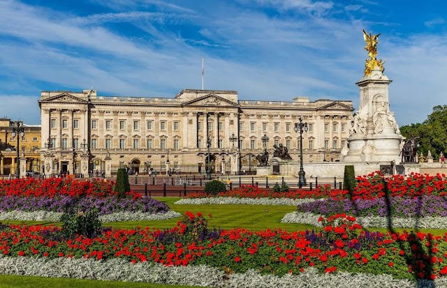 The architecture of famous palaces in the world