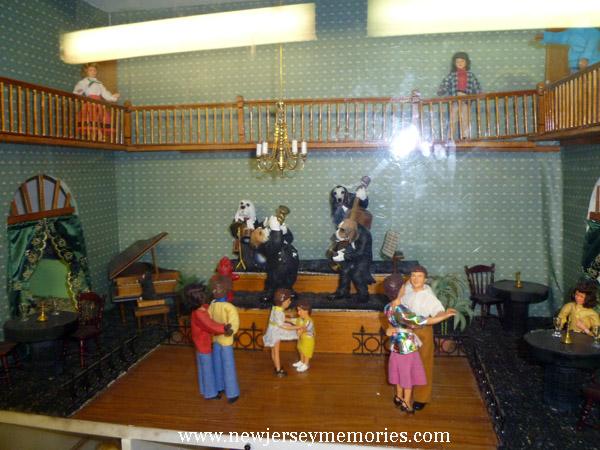 La Peep Doll House dance