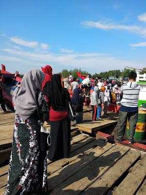 Loading Barang di peulabuhan - TFS Aceh 2018
