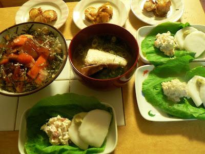 夕食の献立 飽きない献立 バラちらしセット ブリ汁 貝サラダ ホタテバター