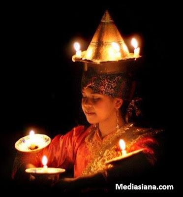Tari Lilin berasal dari daerah Sumatera Barat Minangkabau