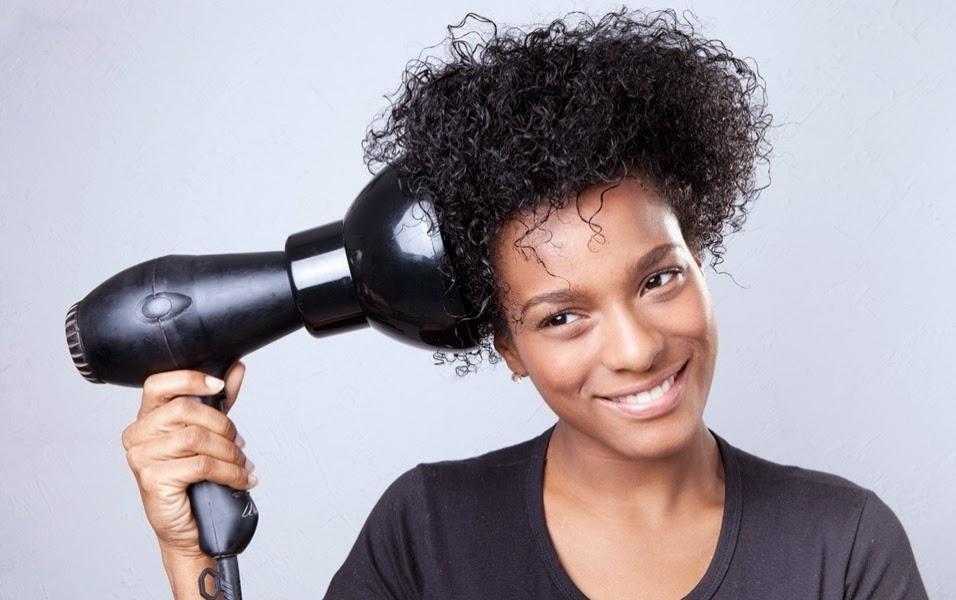 Resultado de imagem para secando cabelo com difusor