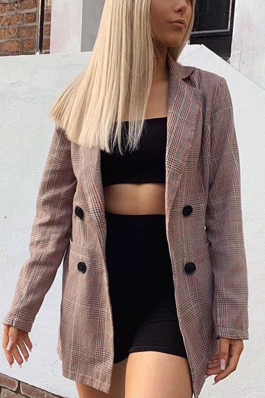 Blazers one of those important wardrobe staples that everyone should have. See these 22 Catchy Blazer Outfits to Stand Out from The Crowd. Coat + Jacket Outfits via higiggle.com | double breasted jacket | #blazer #jacket #casualoutfits