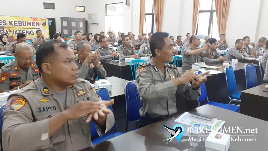 Marak Wabah Korona, Polisi di Kebumen Diajari Cara Cuci Tangan Sesuai Standar WHO