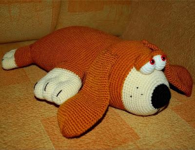 Вязаная собака-подушка крючком