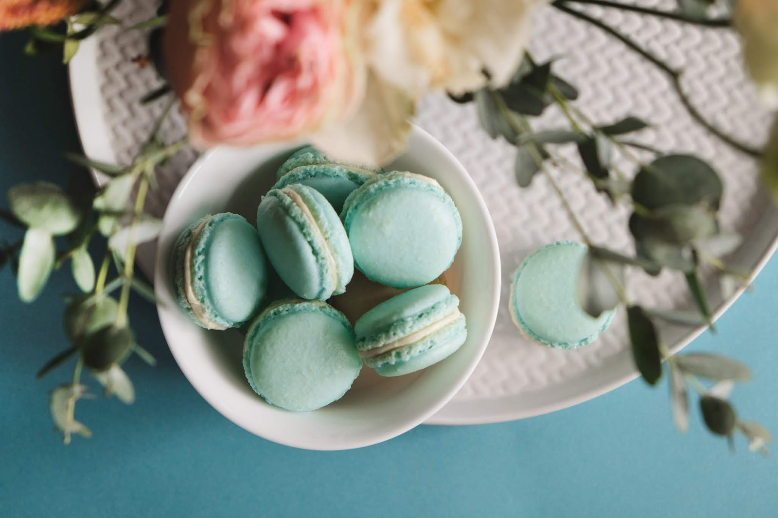 Chic photograph of French macaron cookies and pink flowers. Free digital download.