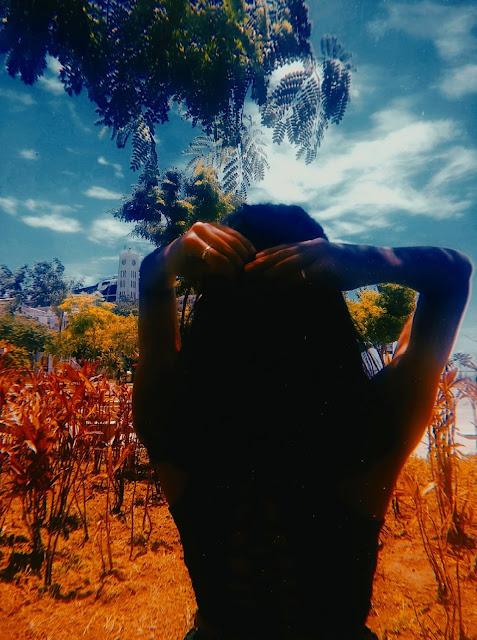 escritora-sonhadora-poetisa-atriz-garota-no-jardim-vendo-o-ceu-blog-aquecida-blogaquecida-cida-silva