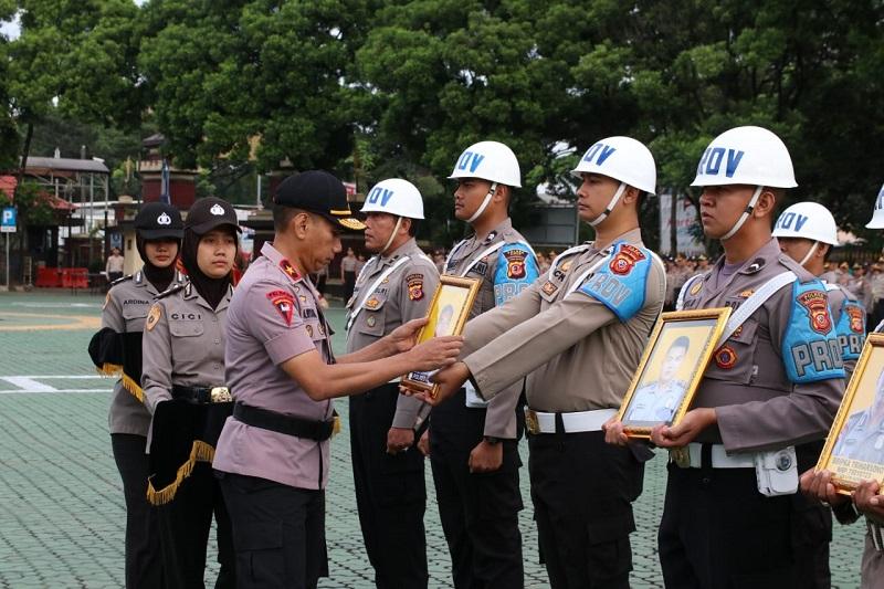 Polda JPolda Jabar  PTDH 10 Anggota Polri Karena Penyalahgunaan Narkotika, Disersi,Penipuan dan Perselingkuhan