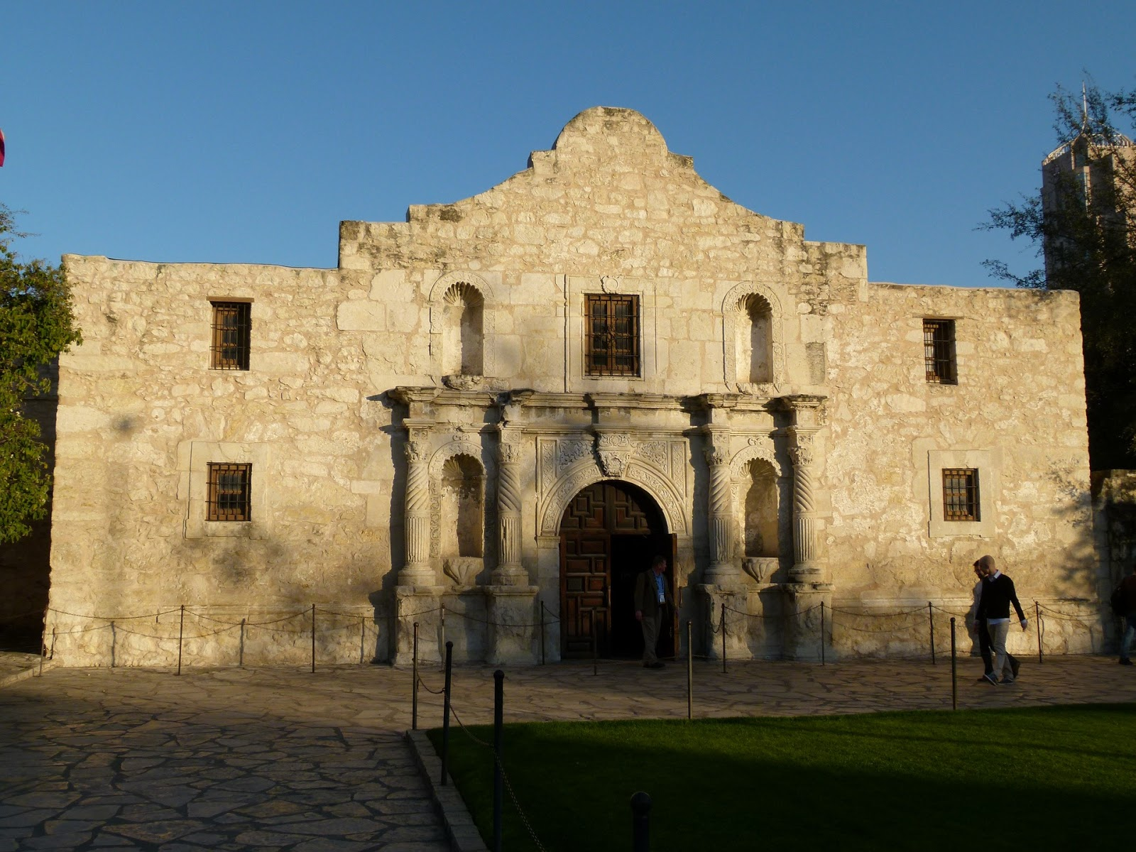 photo of the alamo in texas to illustrate a blog post about last stands in war movies